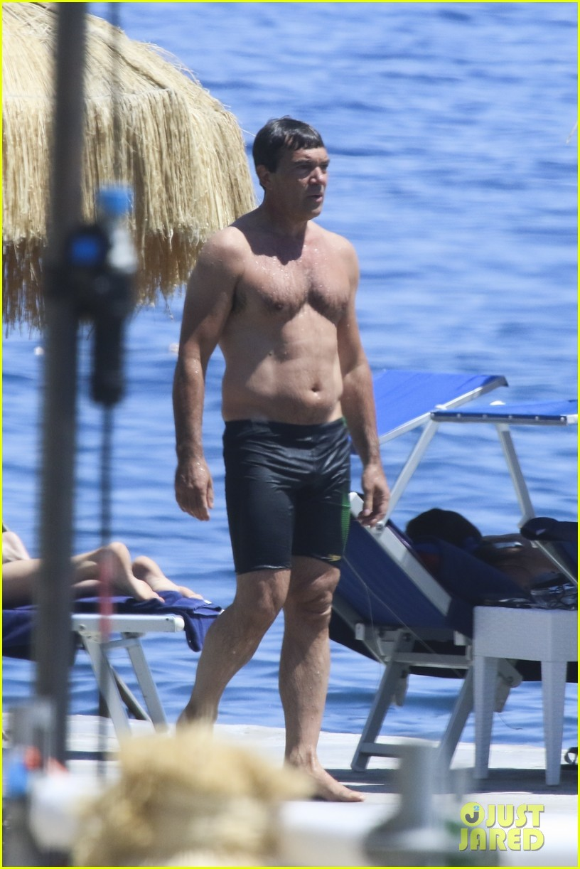 antonio banderas flaunts shirtless body at 56 after heart