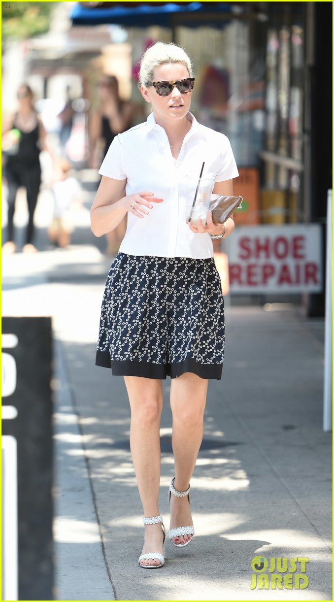 elizabeth banks steps out in skirt and heels for coffee run 053931723