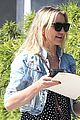 drew barrymore helps cameron diaz shop for new furniture 02