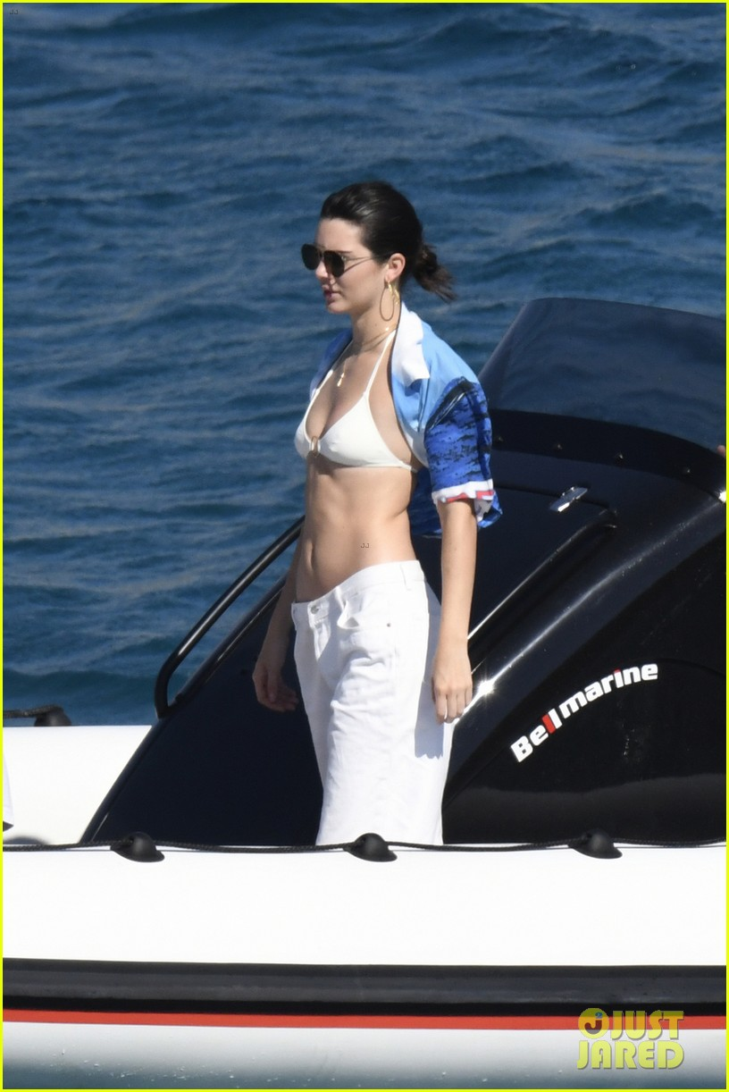 kendall jenner bella hadid boating in greece 013926326