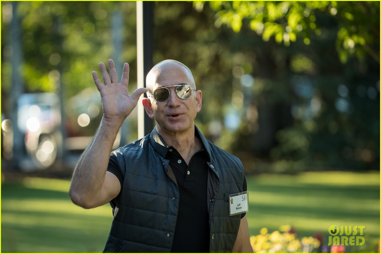 amazon ceo jeff bezos buff biceps have started a meme 04 amazon ceo jeff bezos' buff biceps have started a meme! photo