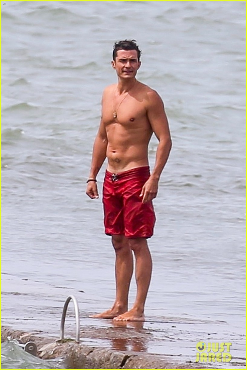 orlando bloom goes shirtless in low riding trunks at the beach 013931919
