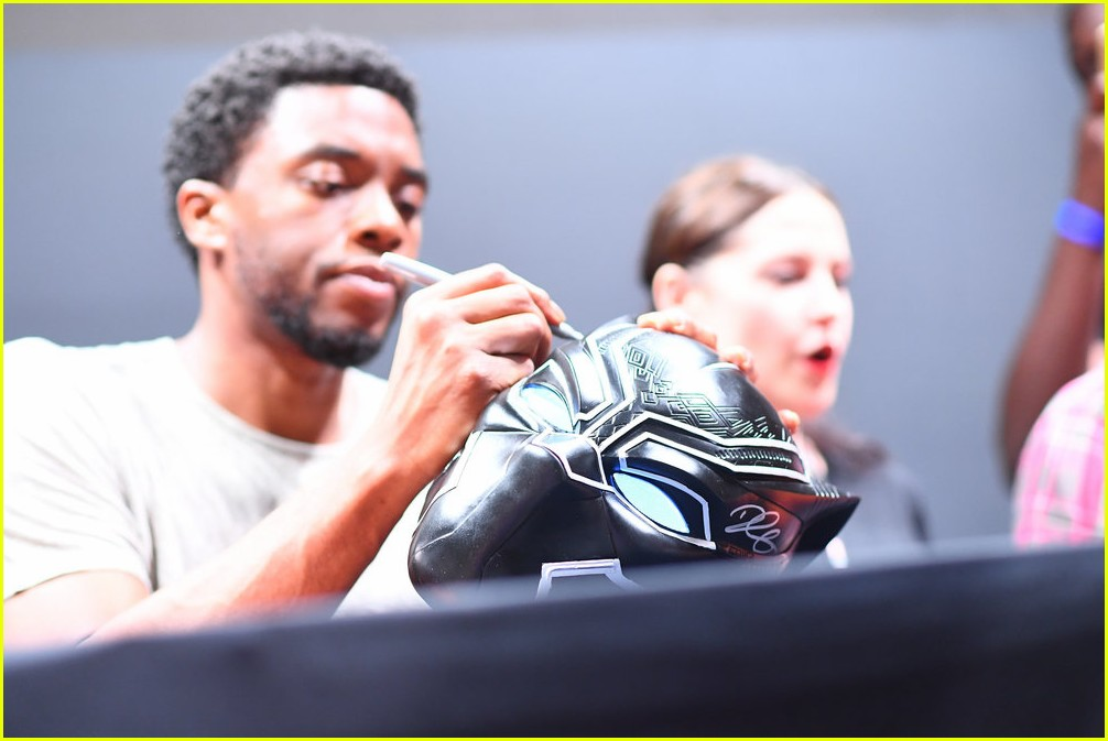 black panthers chadwick boseman meets fans at d23 expo 013928400