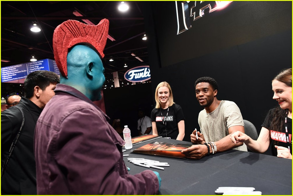 black panthers chadwick boseman meets fans at d23 expo 193928418