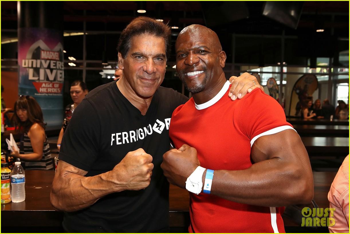 sterling k brown flexes huge biceps at marvel universe live 083925184