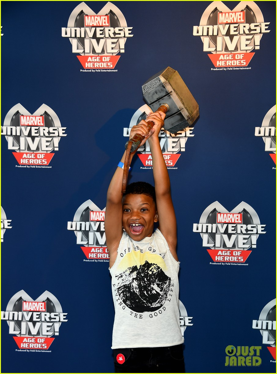 sterling k brown flexes huge biceps at marvel universe live 103925186