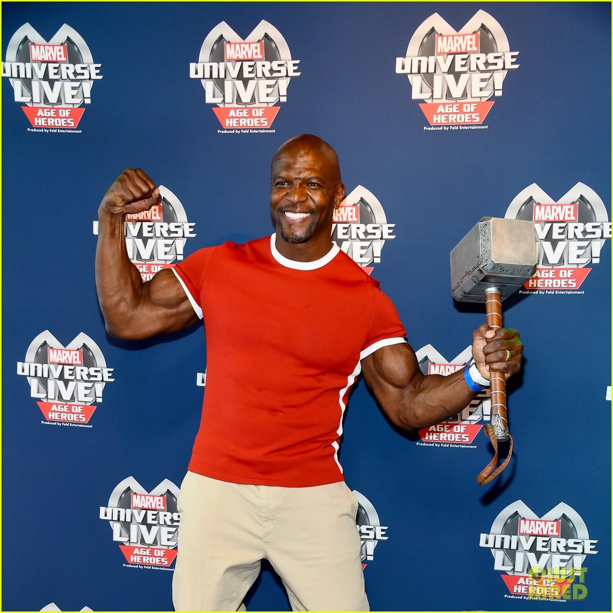 sterling k brown flexes huge biceps at marvel universe live 133925189