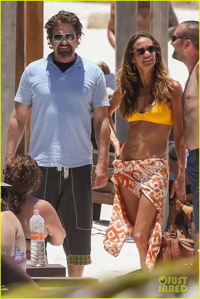 gerard butler on again gf hit the beach in mexico043922440