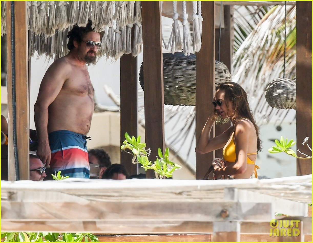 gerard butler on again gf hit the beach in mexico083922444