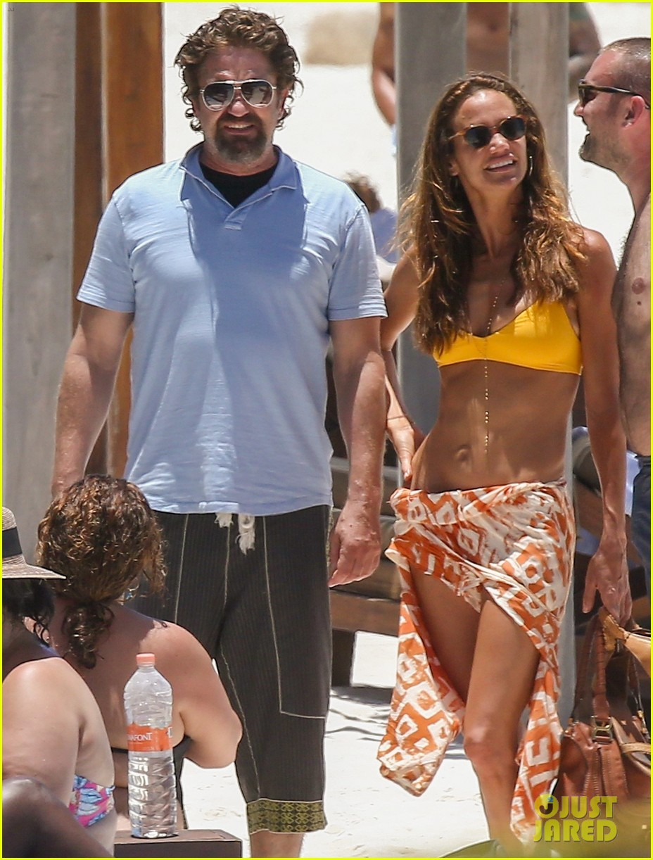 gerard butler on again gf hit the beach in mexico133922449