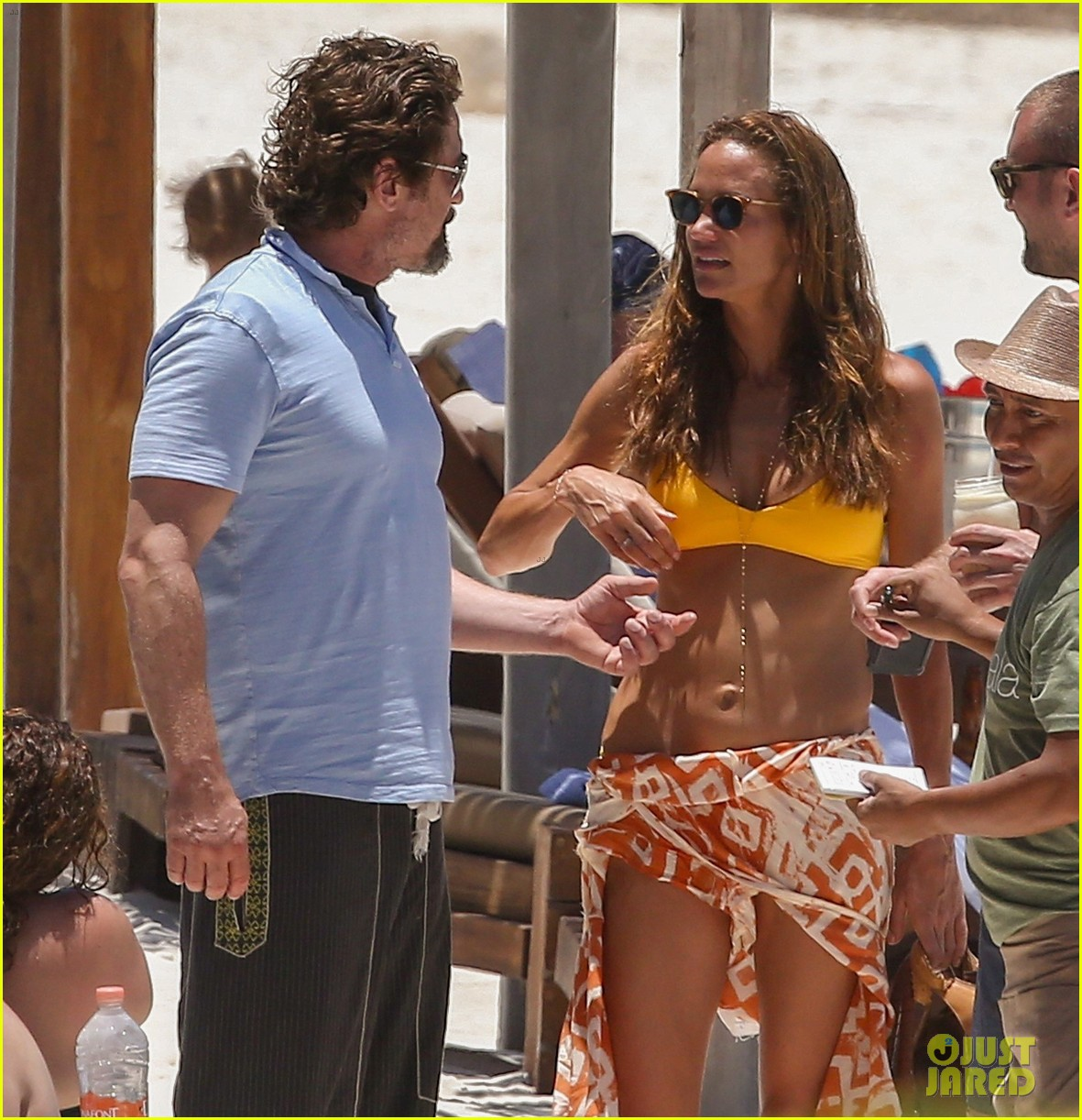gerard butler on again gf hit the beach in mexico163922452