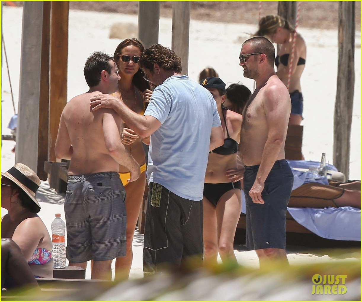 gerard butler on again gf hit the beach in mexico183922454