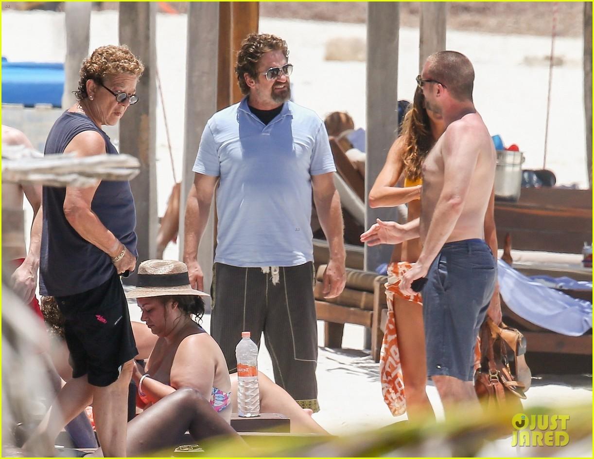 gerard butler on again gf hit the beach in mexico233922459