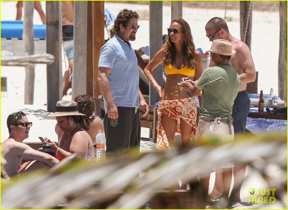 gerard butler on again gf hit the beach in mexico283922464