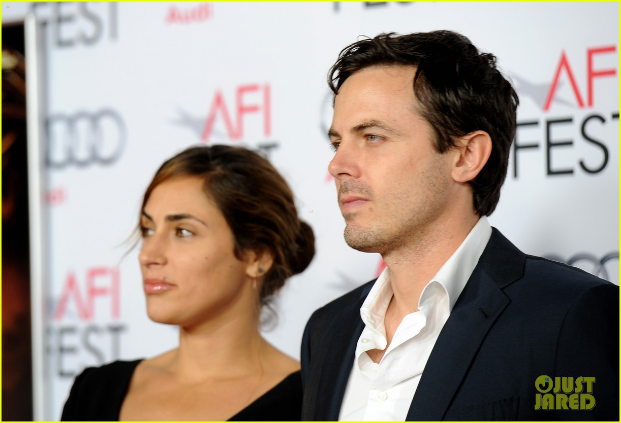 casey affleck summer phoenix split 053936116