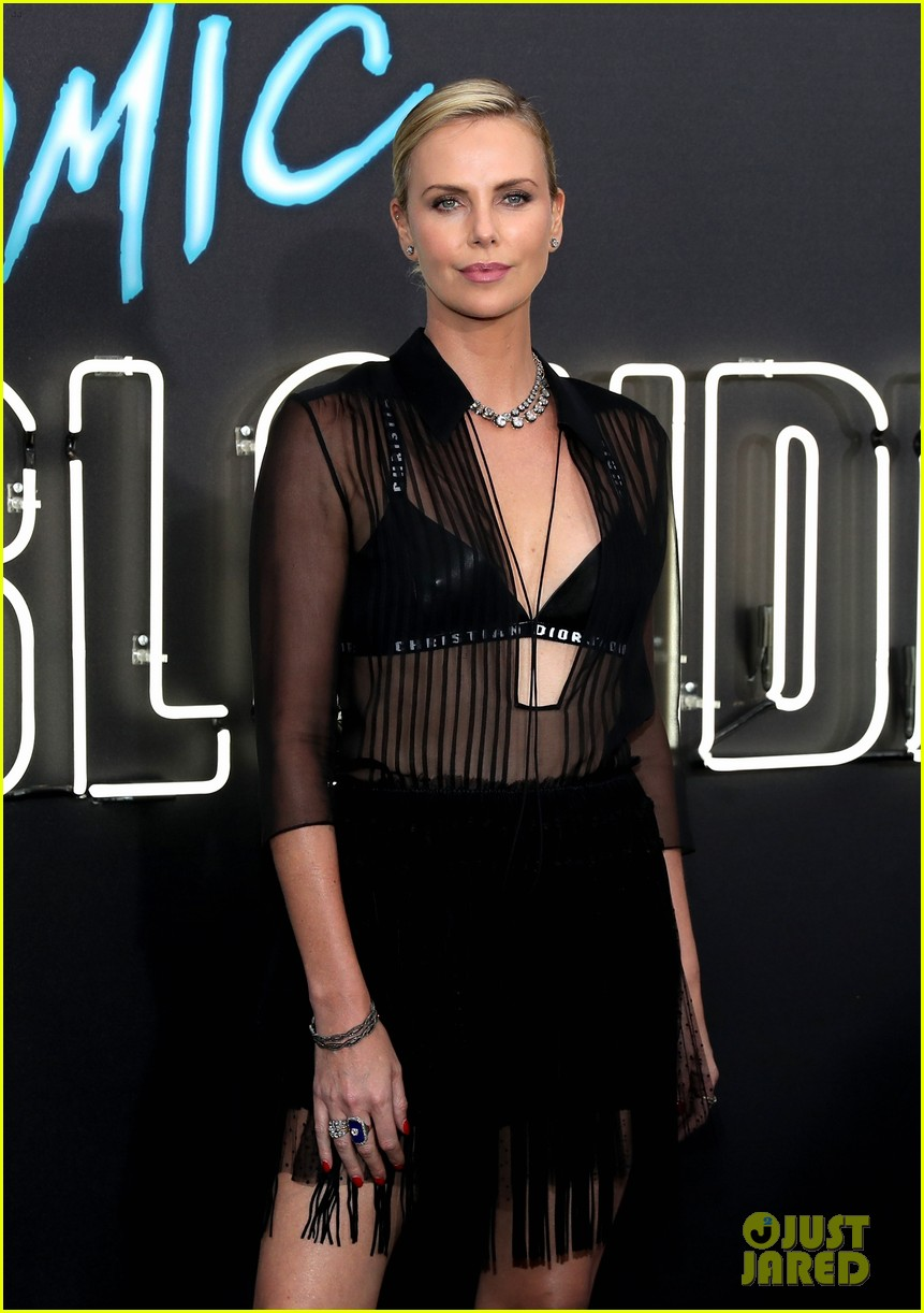 Charlize theron atomic blonde premiere in los angeles