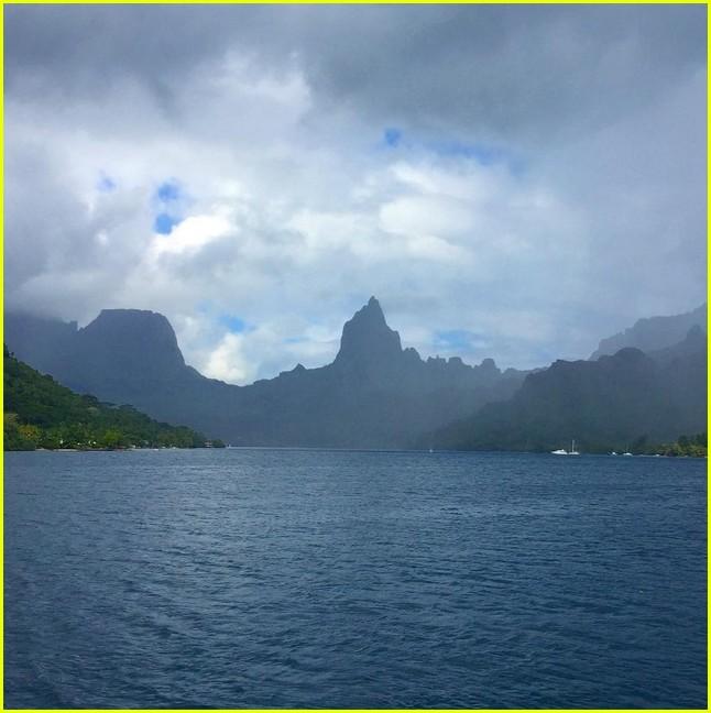 bradley cooper irina shayk vacation 033925548