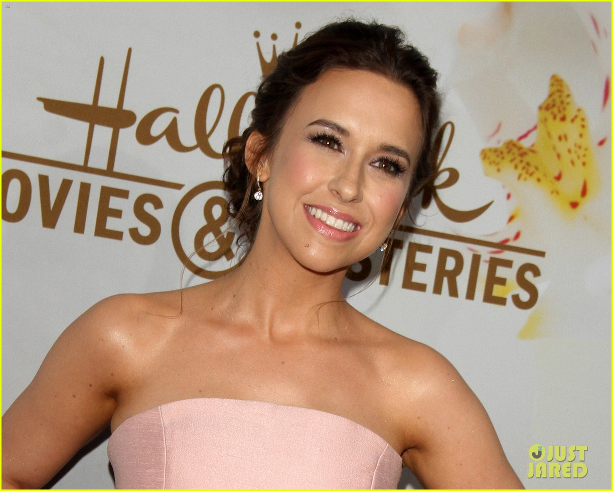 rachael leigh cook lacey chabert hallmark tca party 023935078