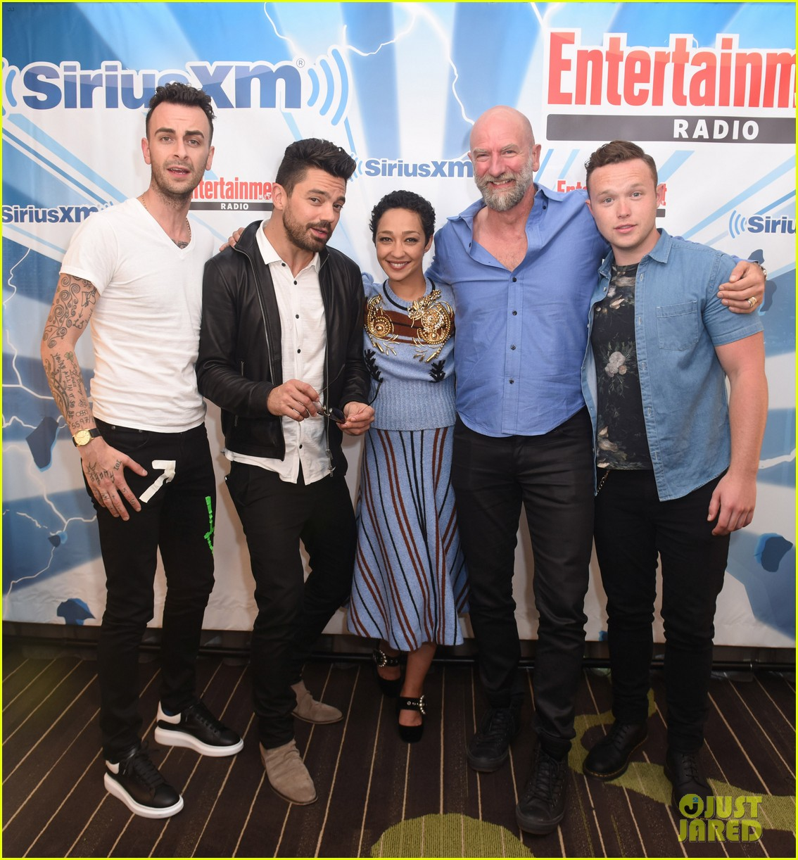 dominic cooper ruth negga get playful at comic con lounge 013931046