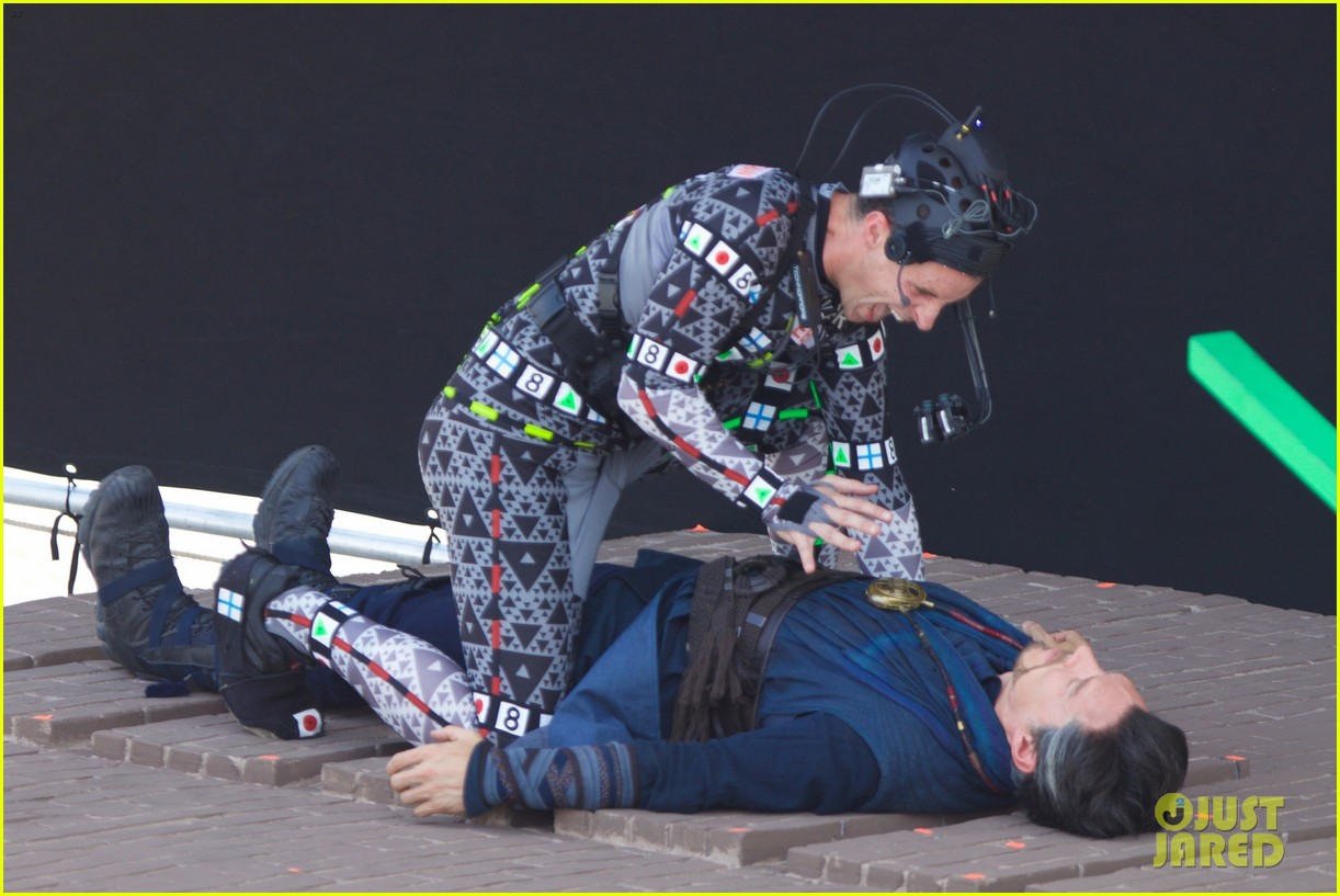 benedict cumberbatch attacked by man in cgi suit for avengers infinity war 073924108