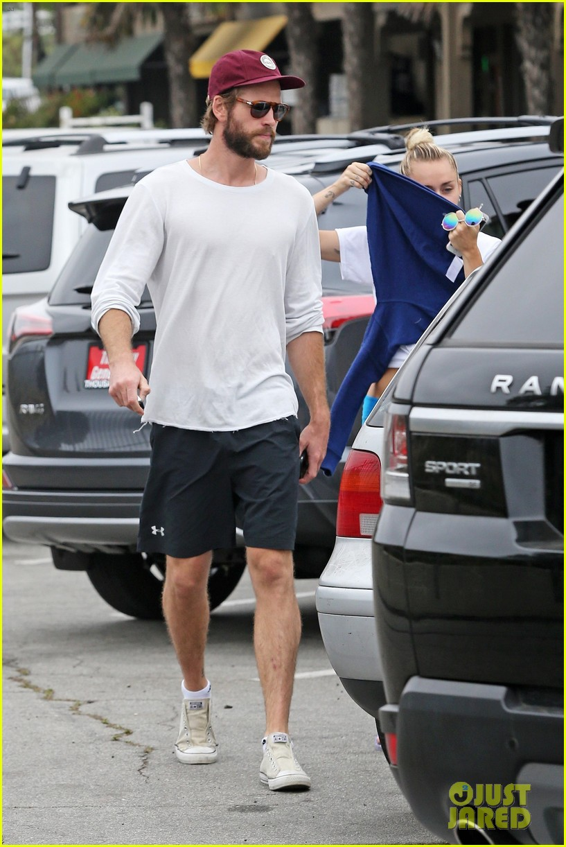 miley cyrus liam hemsworth step out for ice cream date 013929069