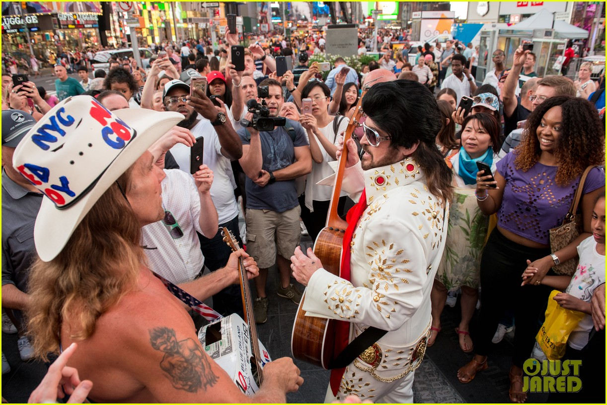 billy ray cyrus performs as still the kings burnin vernon brown in times square 023926225