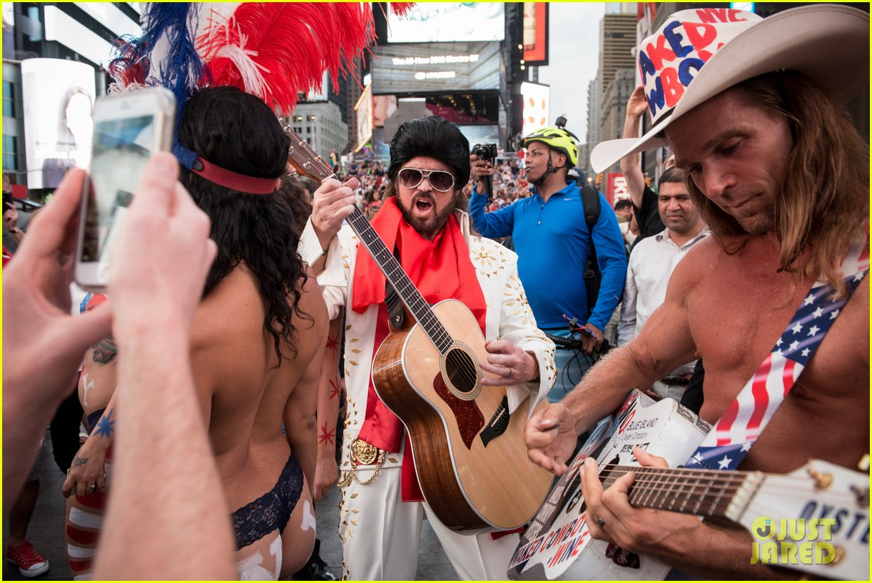 billy ray cyrus performs as still the kings burnin vernon brown in times square 033926226