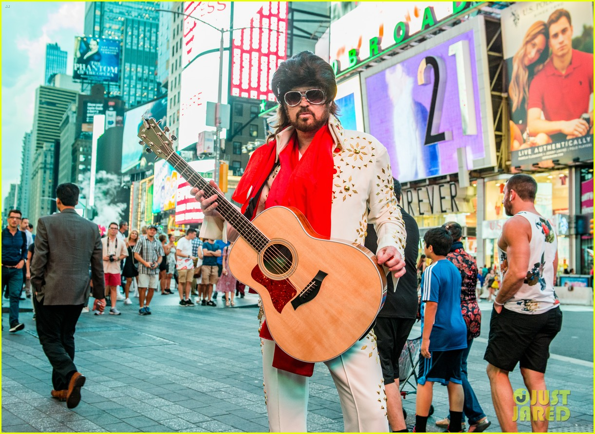 billy ray cyrus performs as still the kings burnin vernon brown in times square 103926233