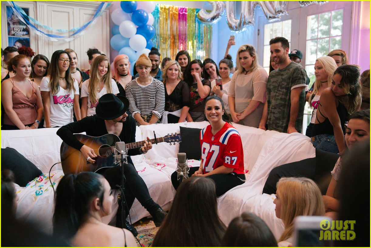 demi lovato kicks off her house party tour 103926819