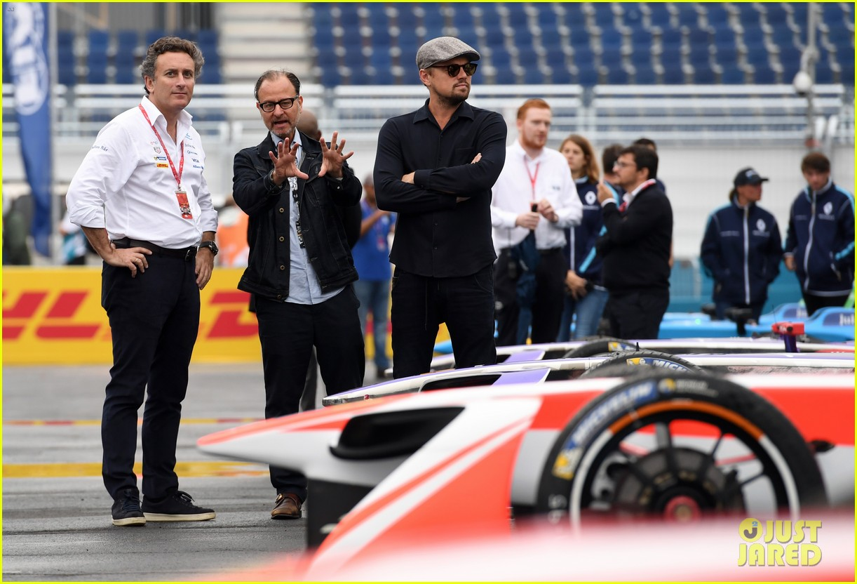 leonardo dicaprio tours garages before formula e nyc eprix 033928476