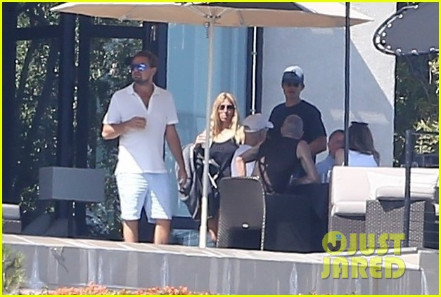 leonardo dicaprio hangs out shirtless with orlando bloom tobey maguire and more 053924049