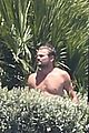 leonardo dicaprio hangs out shirtless with orlando bloom tobey maguire and more 02