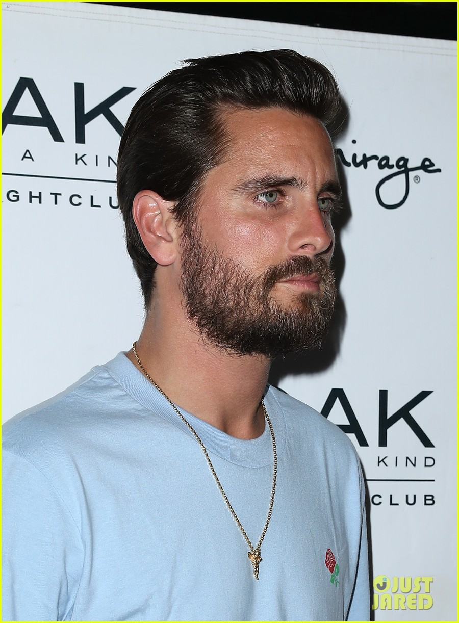 scott disick hosts nightclub appearance 023932810
