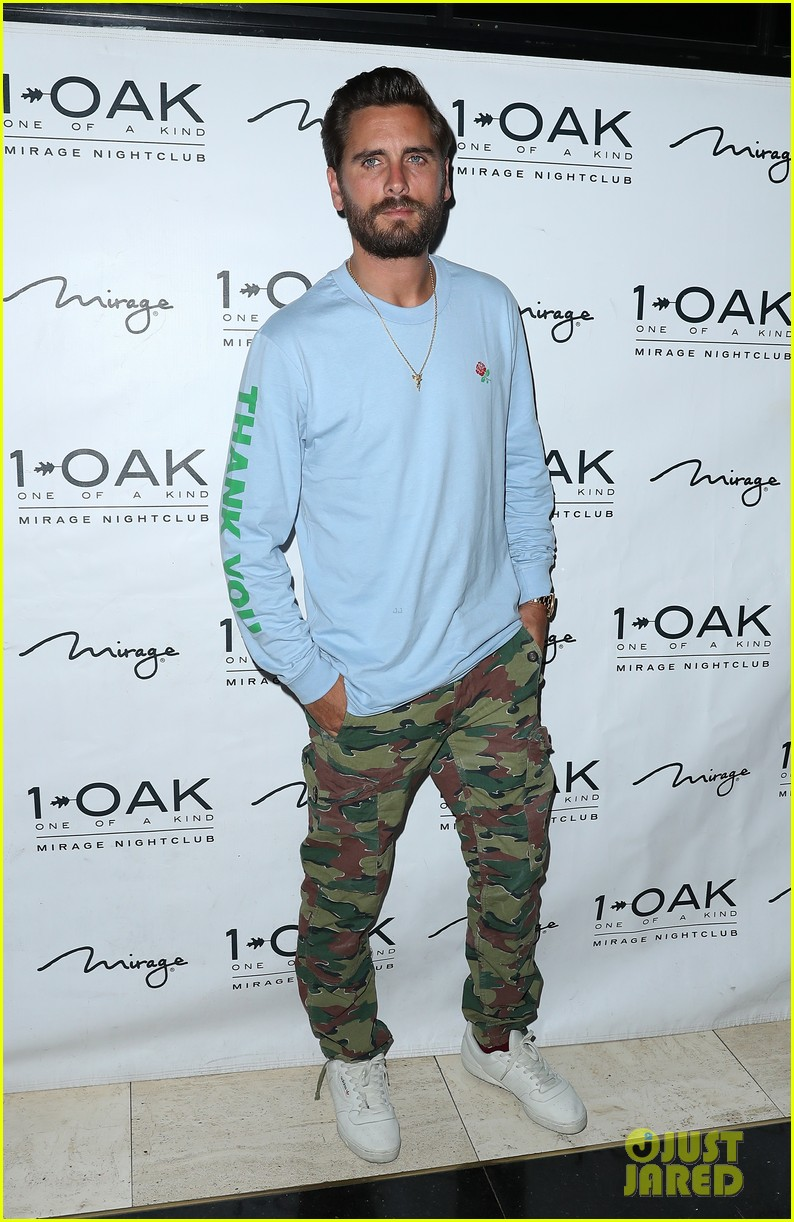 scott disick hosts nightclub appearance 133932821