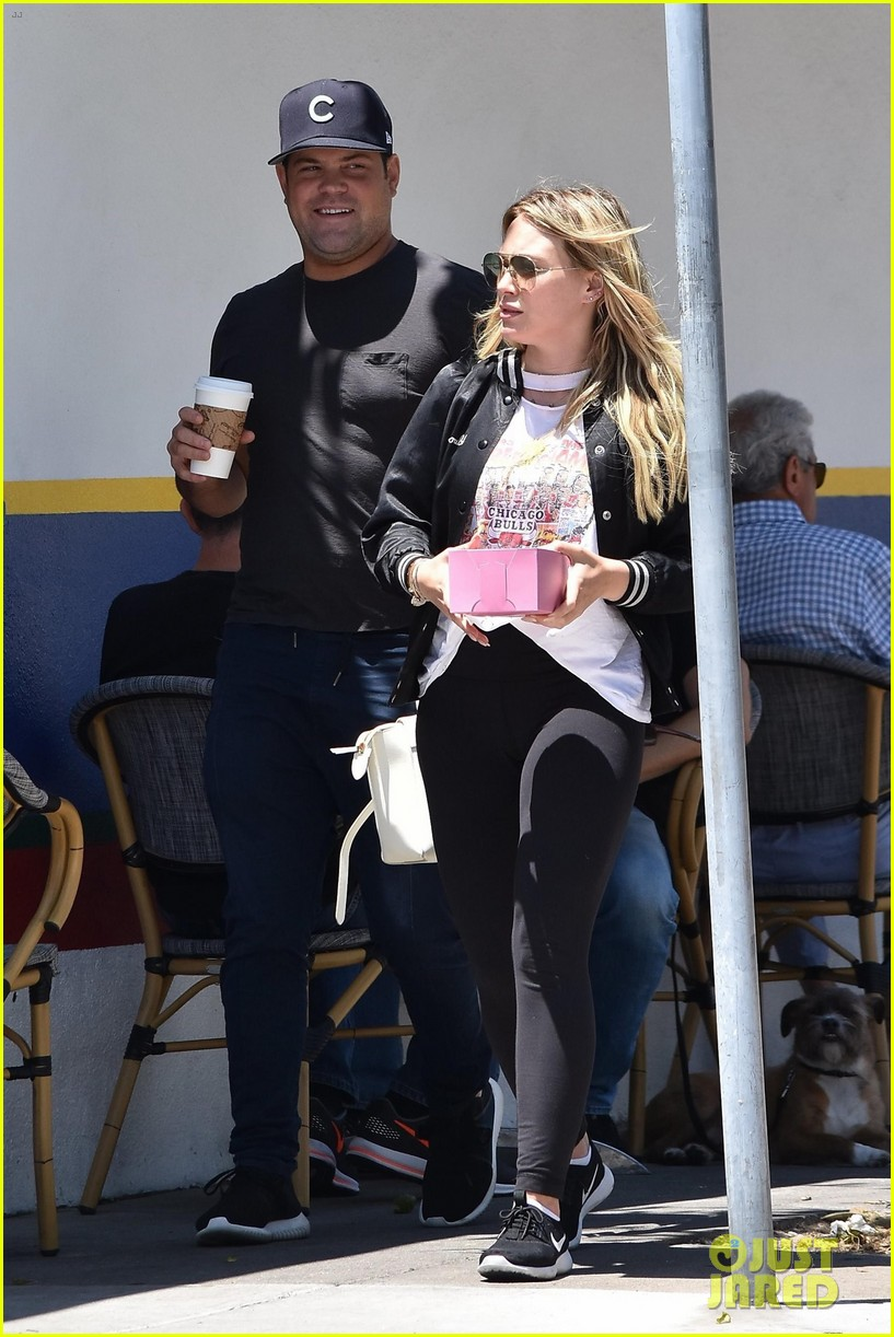 hilary duff meets up with ex mike comrie 033923320