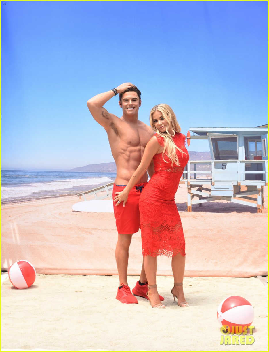 zac efron has a shirtless wax figure it visited the beach 063928829