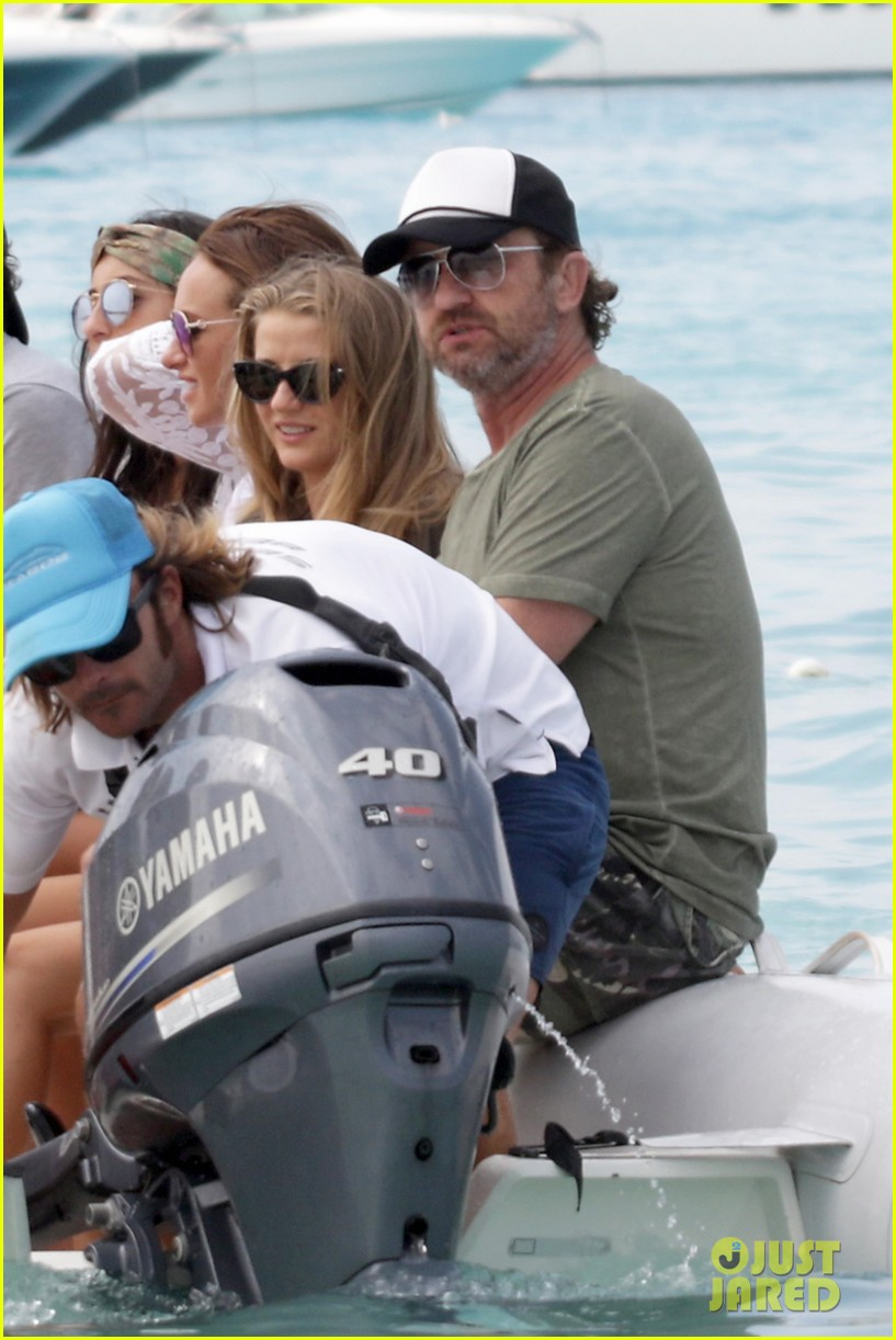 gerard butler beach boat spain friends 143930692