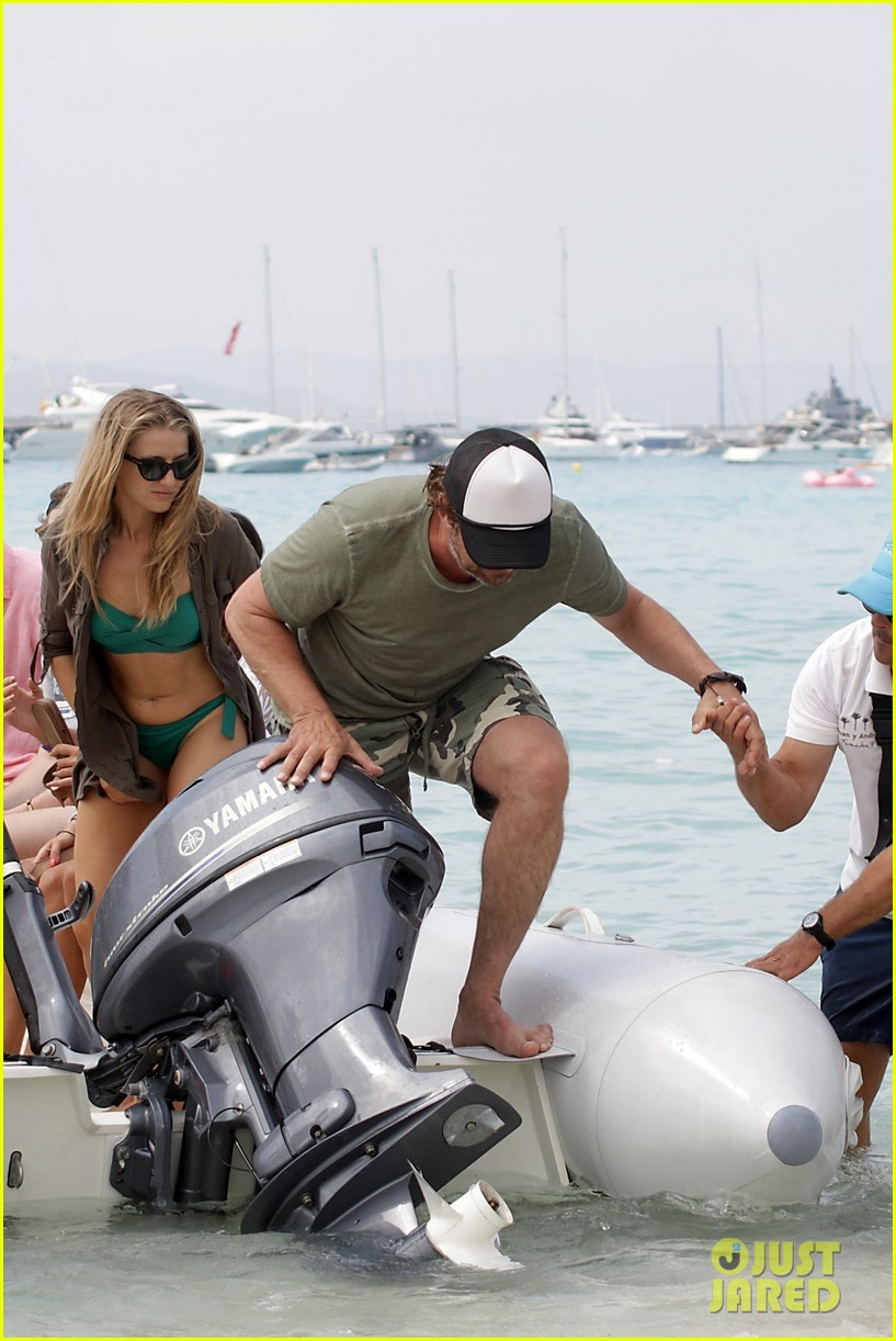 gerard butler beach boat spain friends 153930693