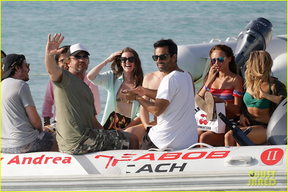 gerard butler beach boat spain friends 223930700