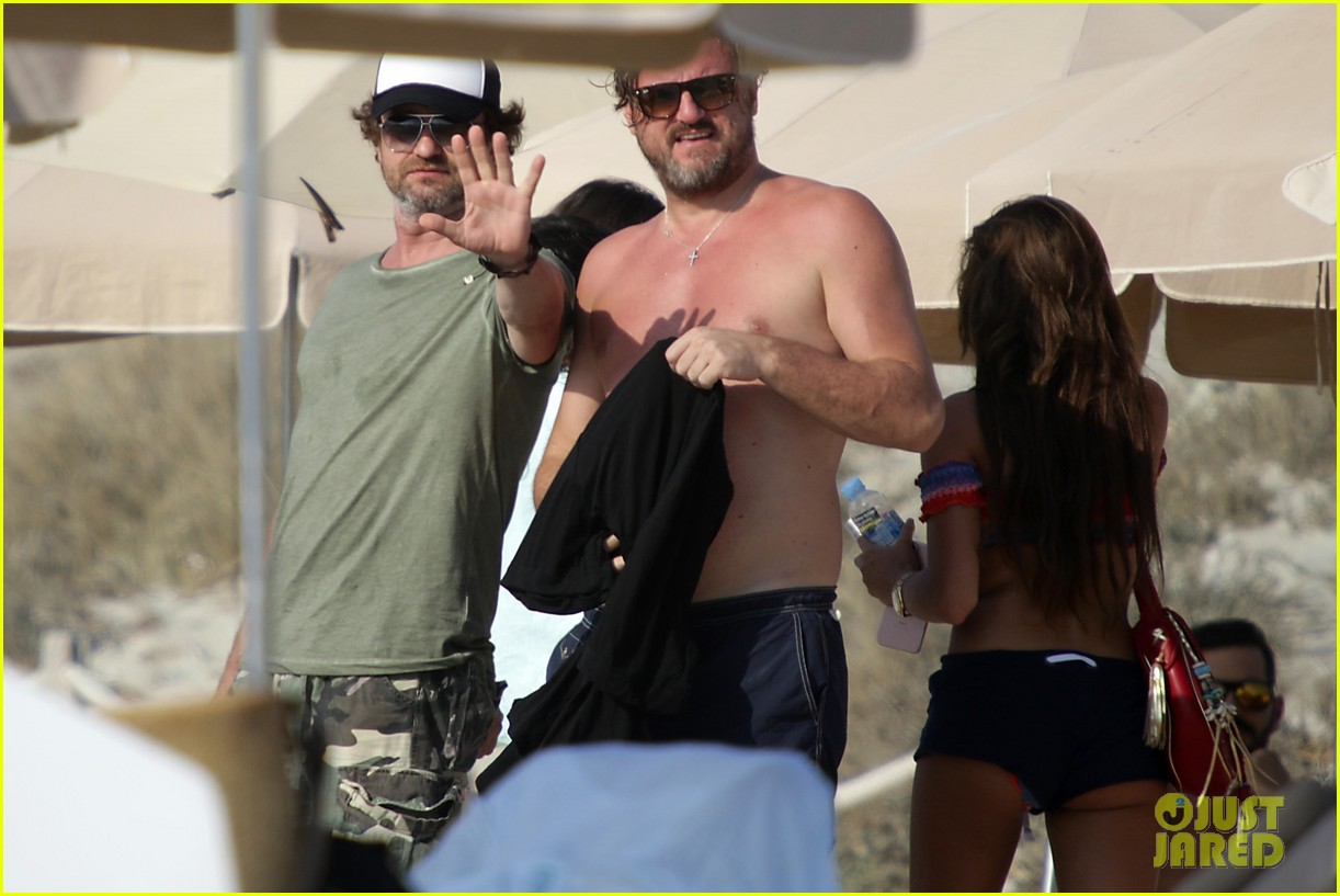 gerard butler beach boat spain friends 363930714