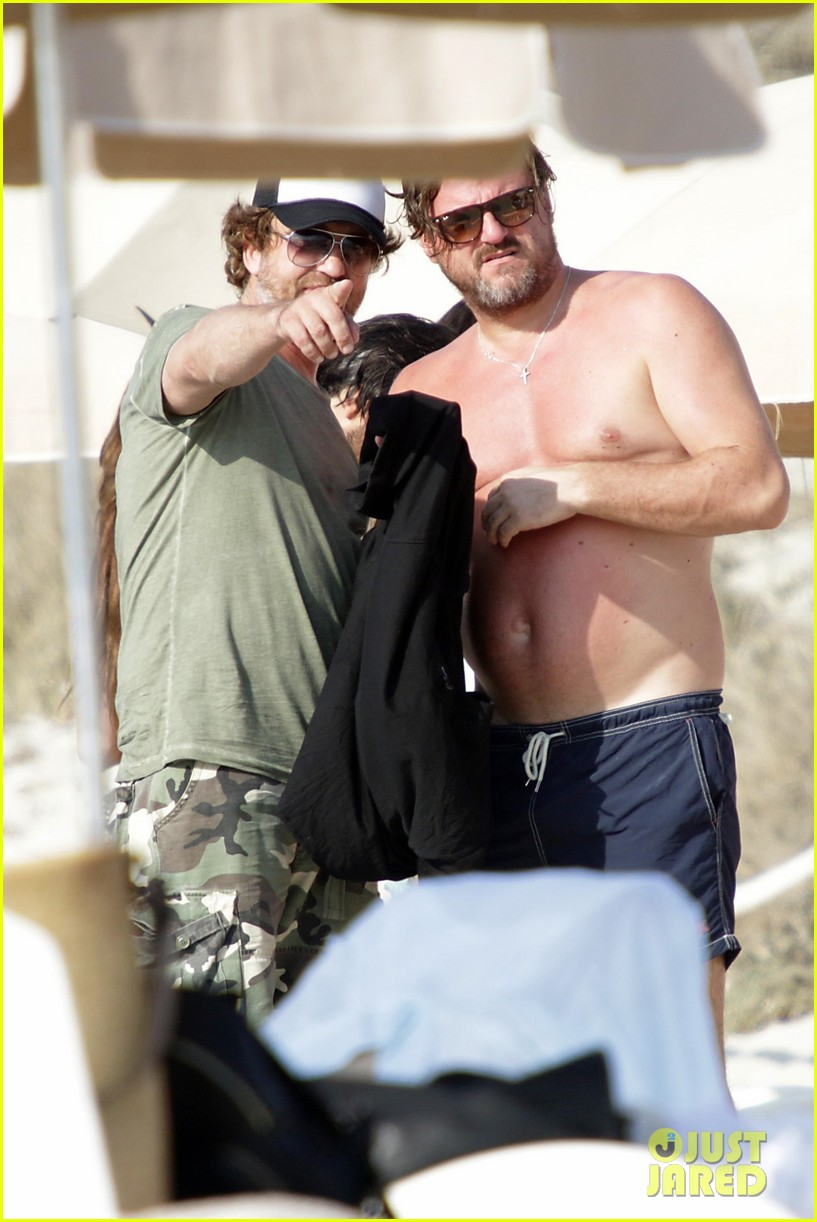 gerard butler beach boat spain friends 373930715