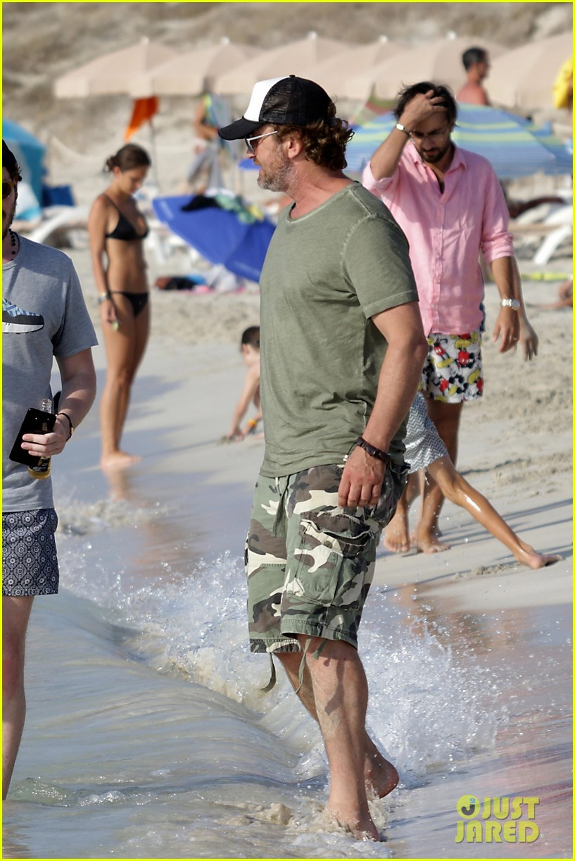 gerard butler beach boat spain friends 413930719
