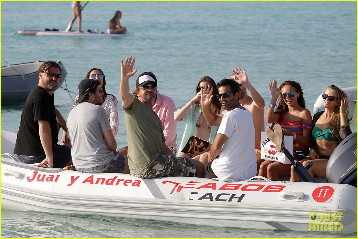 gerard butler beach boat spain friends 443930722