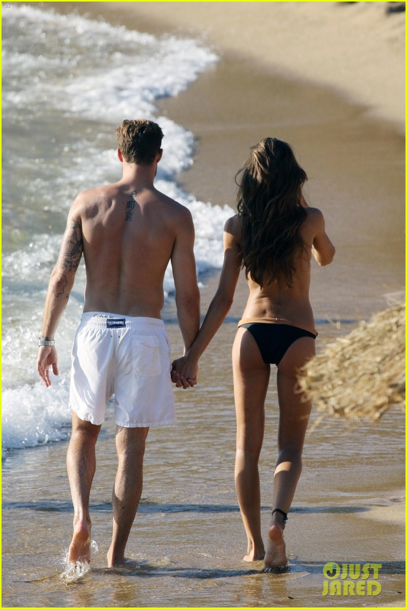 izabel goulart boyfriend kevin trapp flaunt pda at the beach 033925946