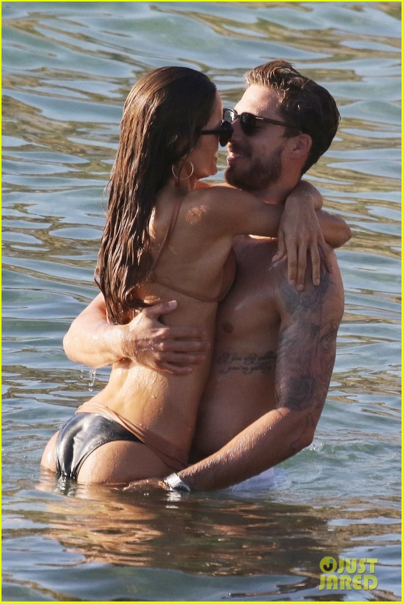 izabel goulart boyfriend kevin trapp flaunt pda at the beach 053925948