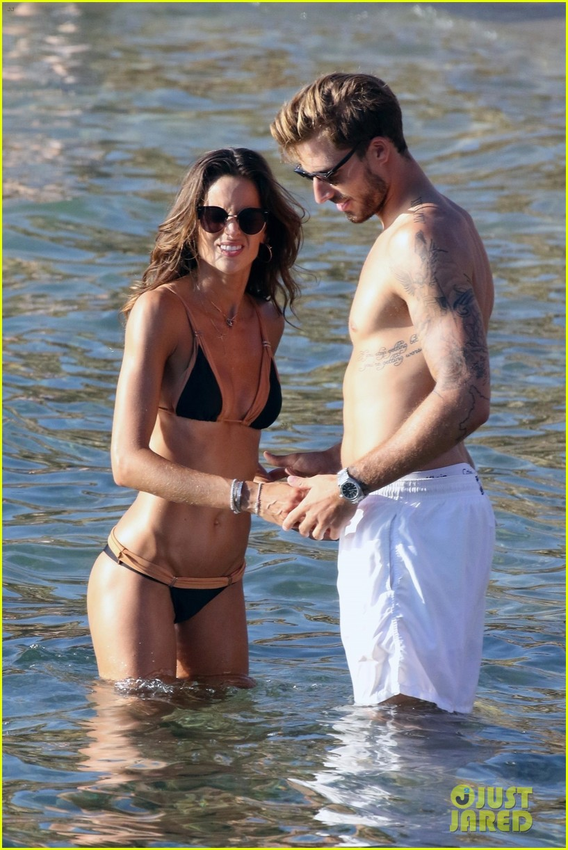 izabel goulart boyfriend kevin trapp flaunt pda at the beach 093925952