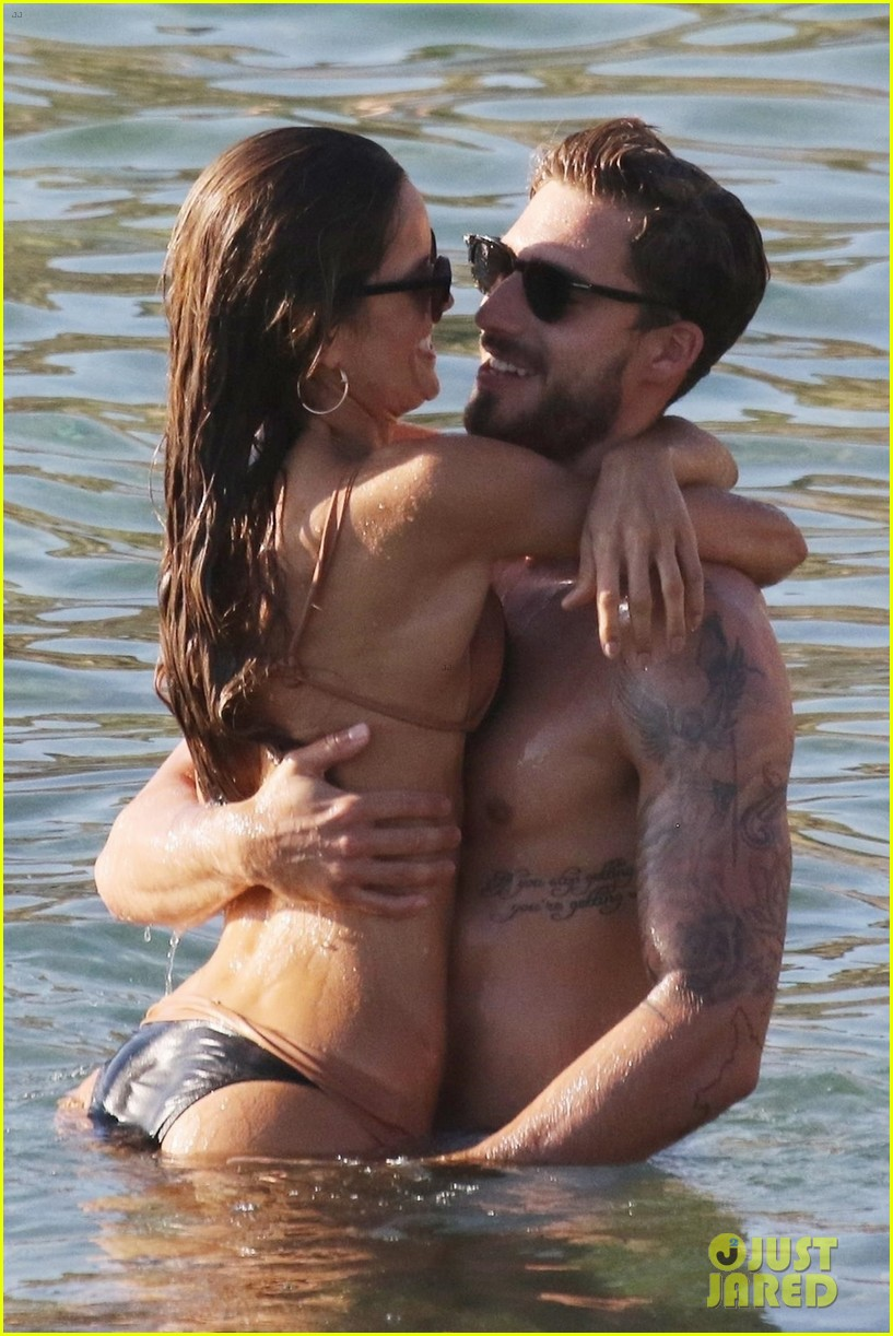 izabel goulart boyfriend kevin trapp flaunt pda at the beach 103925953