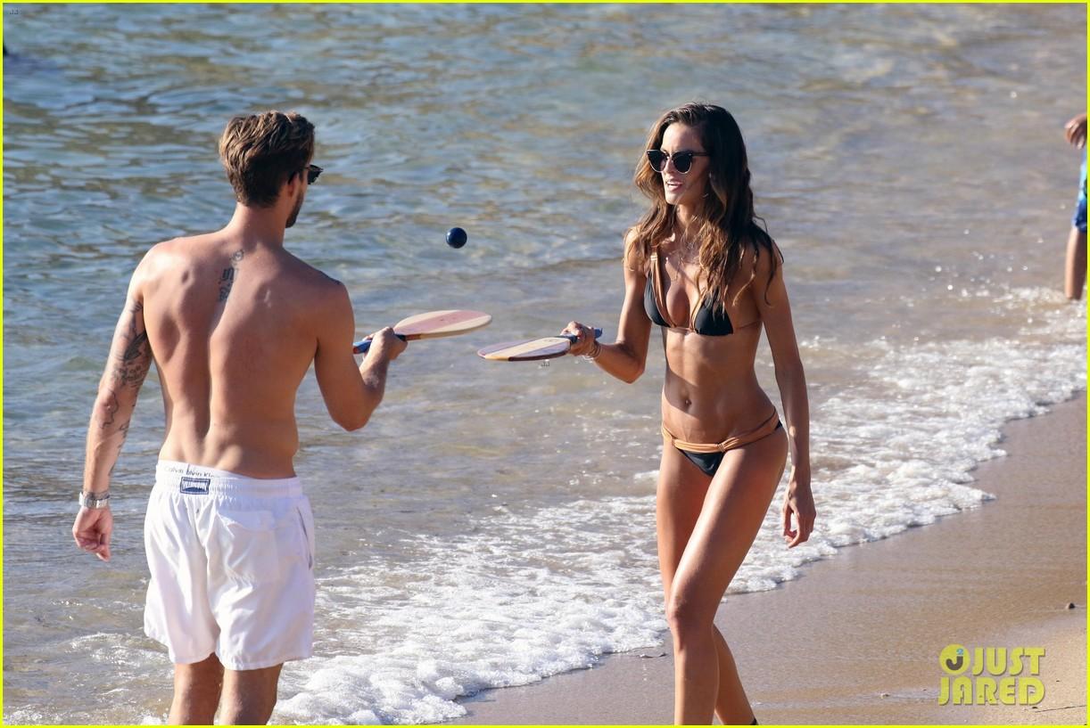 izabel goulart boyfriend kevin trapp flaunt pda at the beach 333925976