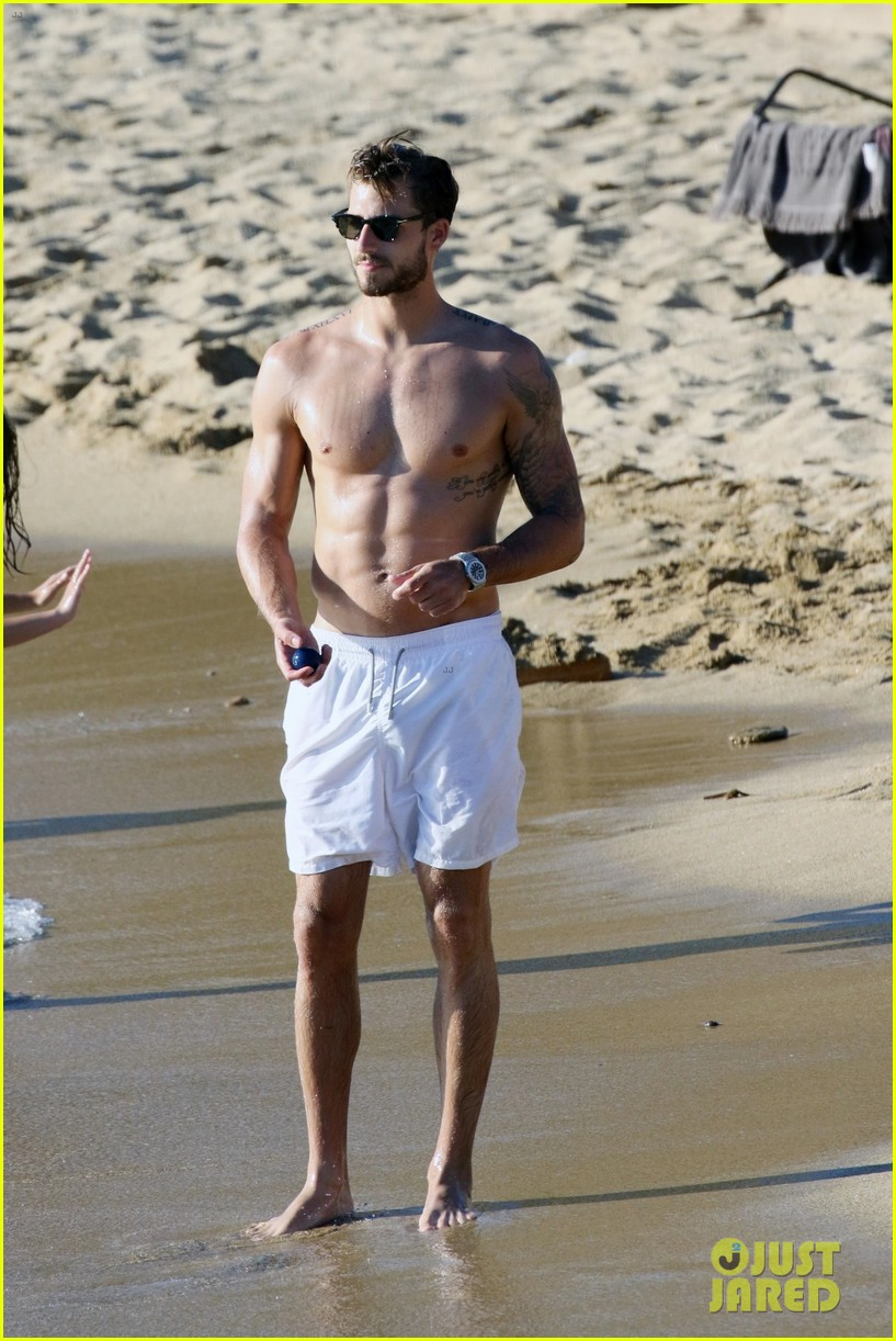 izabel goulart boyfriend kevin trapp flaunt pda at the beach 373925980