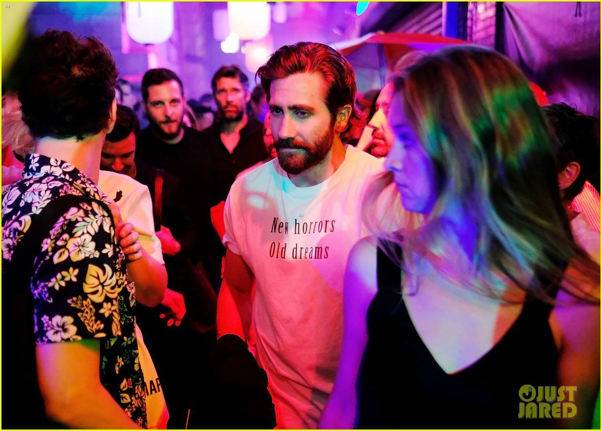 jake gyllenhaal julianne moore bring star power to raf simons show 043926629